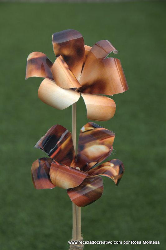 Flores con papel de fotografía. Reciclado Creativo por Rosa Montesa