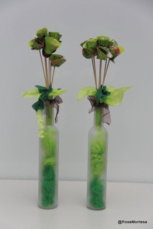 Rosas. Flores con folletos publicitarios. Rosa Montesa
