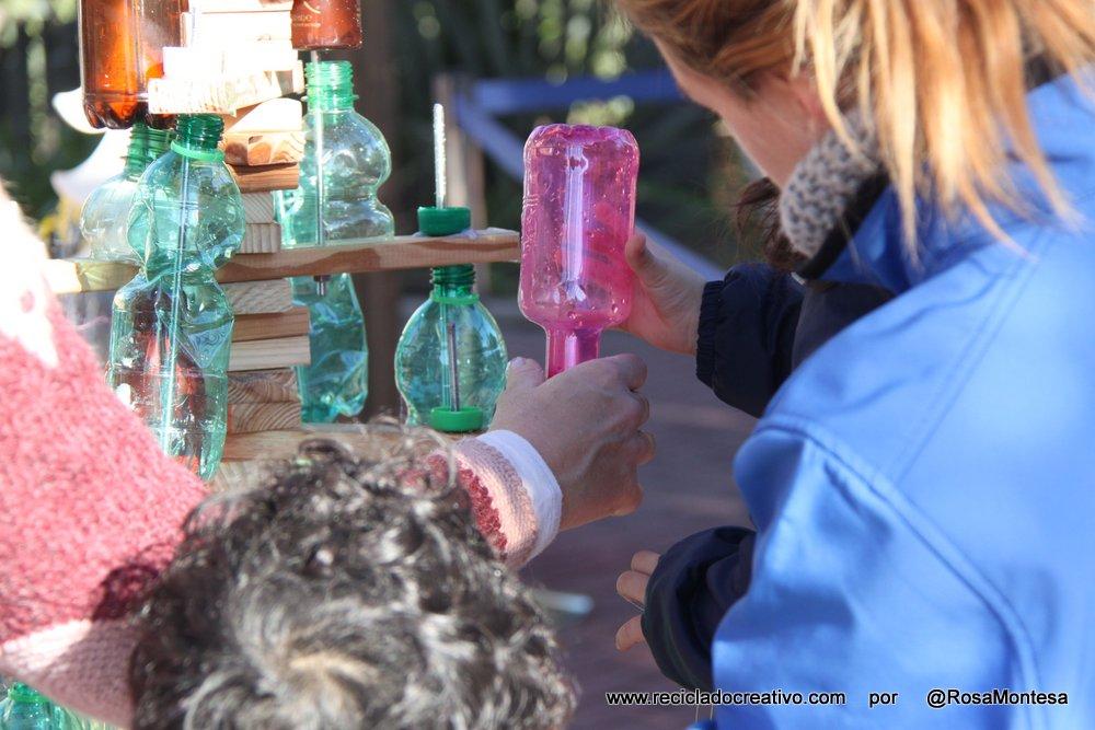 Árbol de Navidad reciclando más de 100 botellas de plástico