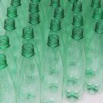 Lámpara circular con botellas de plástico reciclado creativo