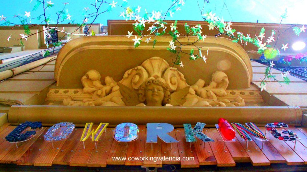 Fachada Coworrking Valencia cartel reciclado