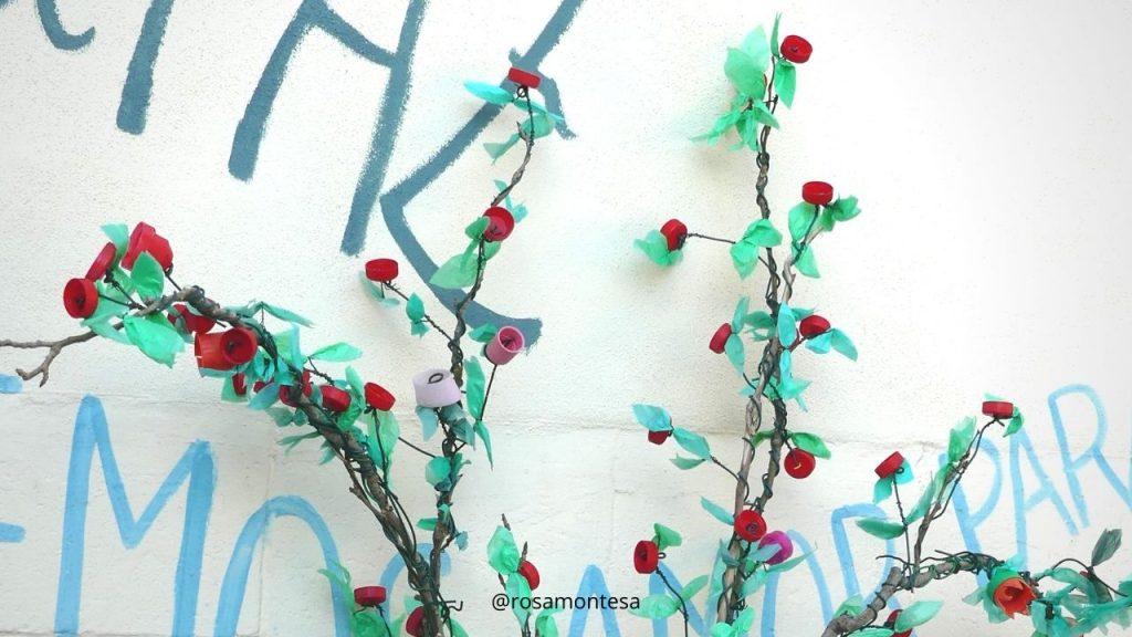 Rosal con tapones y bolsas de plástico